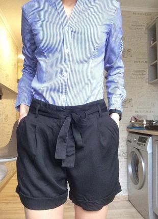 Черные классические шорты с поясом