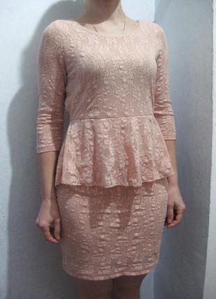 Платье vero moda розовое бежевое персиковое нюдовое баска кружево гипюр