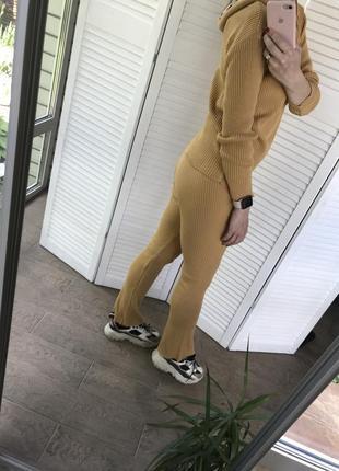 Вязаный прогулочный спортивный костюм с капюшоном