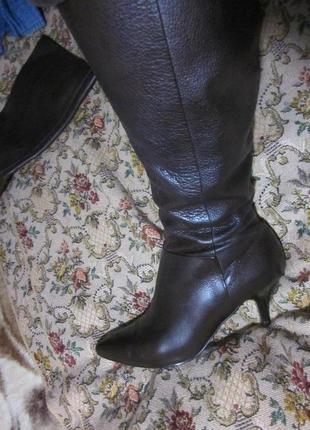 Шикарные кожаные сапоги на микрофибровой подкладке цвета горький шоколад