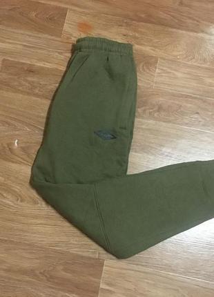 Классные утепленные спортивные штаны (спортивки, треники) от umbro