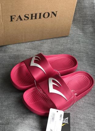 Качественные детские шлепанцы розового цвета бренд