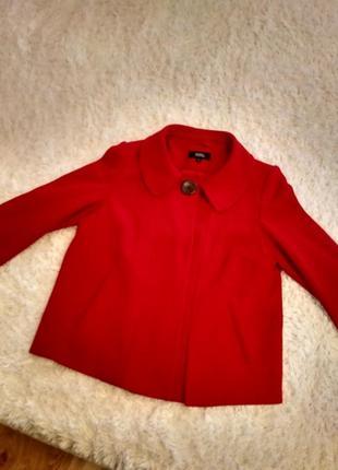 Червоне коротке пальто-піджак