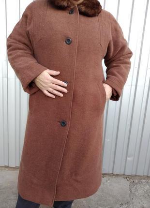 Очень теплое зимнее пальто на утеплителе