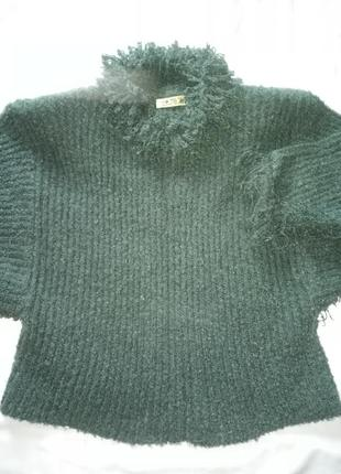 Шикарный тёплый  мега - свитер с бахромой .