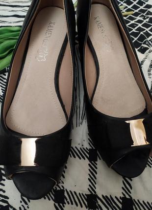 Туфли-лодочки с открытым носком на небольшом каблуке