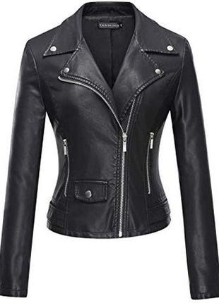 Черная плотная кожанка косуха с серебристой фурнитурой подкладкой кожаная куртка