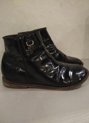 Детские лаковые ботинки next