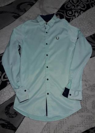 Мужская рубашка мятного цвета приталенная