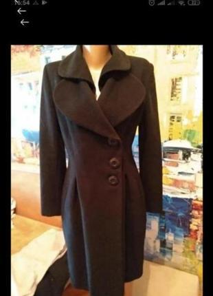 Брендовое эксклюзивного покроя шерстяное пальто