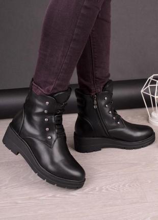 Стильные женские ботинки зимние сапоги зима на маленьком каблуке тракторная подошва