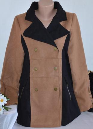 Брендовое коричнево-черное демисезонное пальто на заклепках с карманами crafted