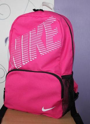 Яркий рюкзак nike