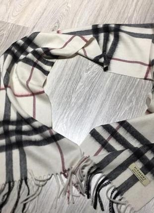 Белый кашемировый шарф известного бренда