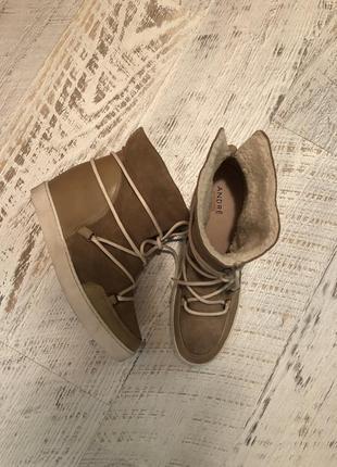 Новые натуральные фирменные ботинки на меху 39р.