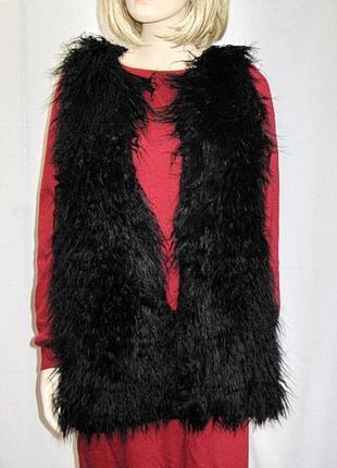 Женская  черная итальянская жилетка из искусственного меха kor a kor.
