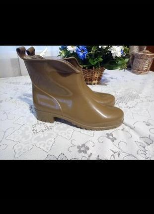 Резиновые сапоги, ботинки гумові