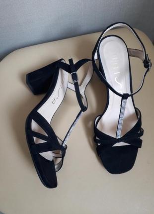 38,5 p. unisa замшевые брендовые босоножки сандалии
