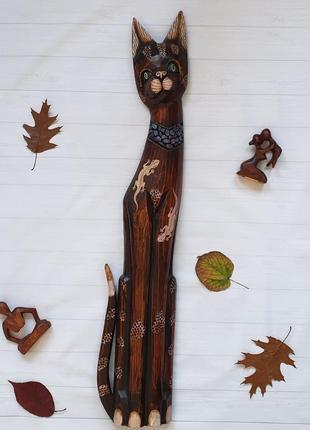 Кошка из дерева суар.