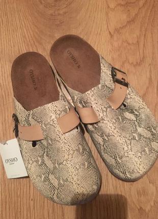 Пляжне взуття oysho