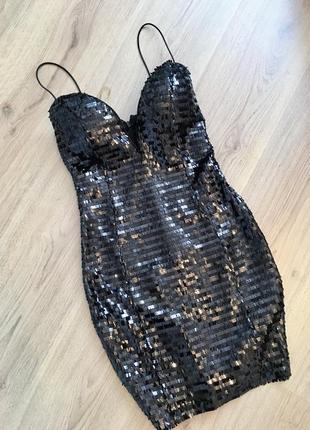 Вечірня сукня в паєтки від rare london