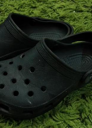 Черные фирменные кроксы crocs италия