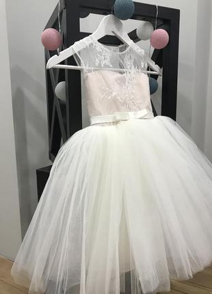 Пышное вечернее праздничное нарядное платье пудровое, фатиновая юбка, кружево