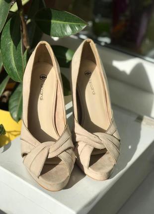 Туфли с открытым носком бренда т.тaccardi 38р