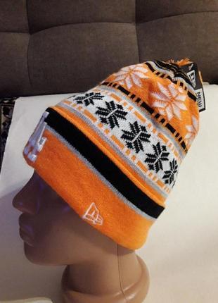 Крутая спортивная молодежная  шапка с помпоном.