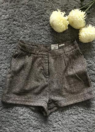 Тёплые серые шорты в горошек