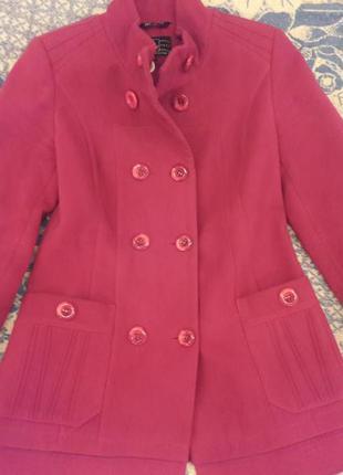 Продам супер качественное пальто малинового цвета. не дорого!!