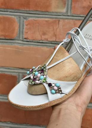Stuart weitzman оригинал! женские босоножки с камнями кожаные белые размер 38