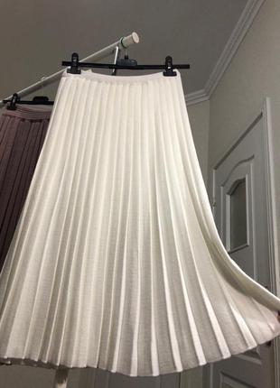 Тёплая юбка плиссе белого цвета