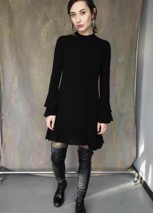 Жатое платье с расклешенными рукавами