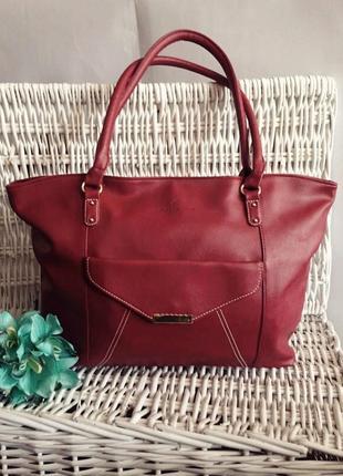 Очень классная и стильная сумка шоппер, бордового цвета.