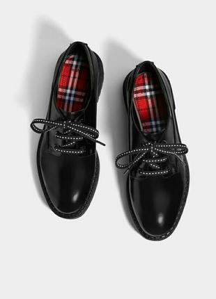 Актуальные туфли дерби оксфорды броги ботинки bershka