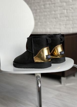 Шикарные женские зимние угги ugg classic mini black/gold metalic  с натуральным мехом