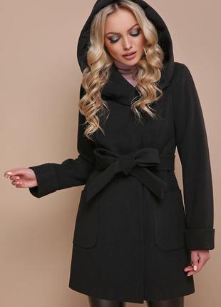 Чорне зимове пальто