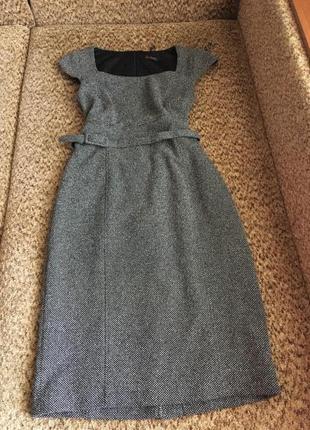 Актуальное серое платье миди