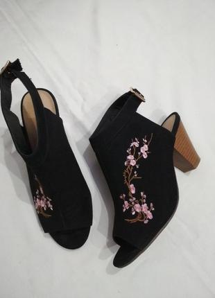 Шикарные мюли ,сабо,туфли с вышивкой!