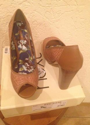 Туфли фирмы некст, новые , с открытым пальчиком .9/43 на стопу 26,5см.