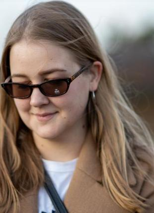 Новые узкие солнцезащитные очки с коричневой оправой orsay