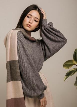 Серый вязанный свитер с большими рукавами - воланами
