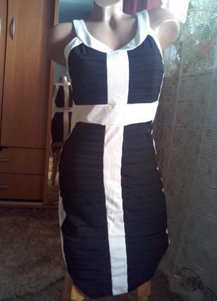 Бандажное, моделирующее фигурку, платье