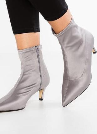 Трендовые и оригинальные чулки - туфли, ботинки