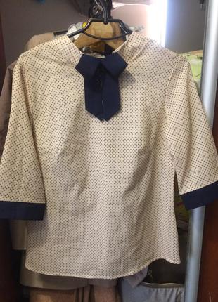 Красивая элегантная блуза