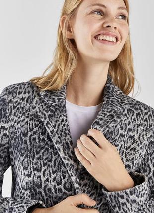 Kлассическое леопардовое пальто bershka