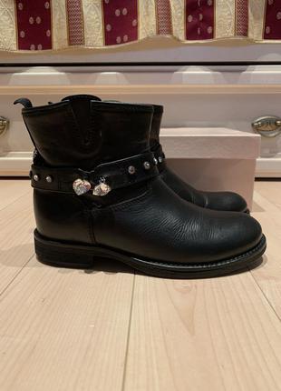 Ботинки демисезонные детские, очень стильные , кожаные чёрные miss blumarine
