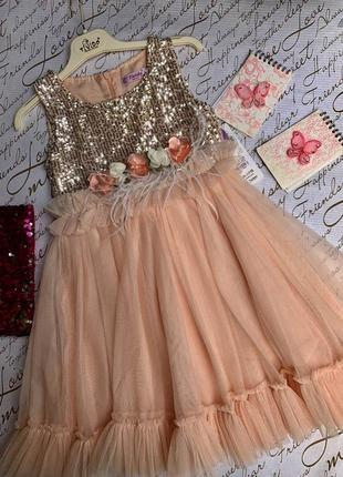 Нарядное детское платье на 5-9 лет с брошкой из цветов