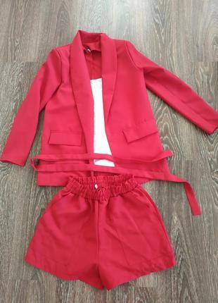 Новый красный костюм тройка 44-46